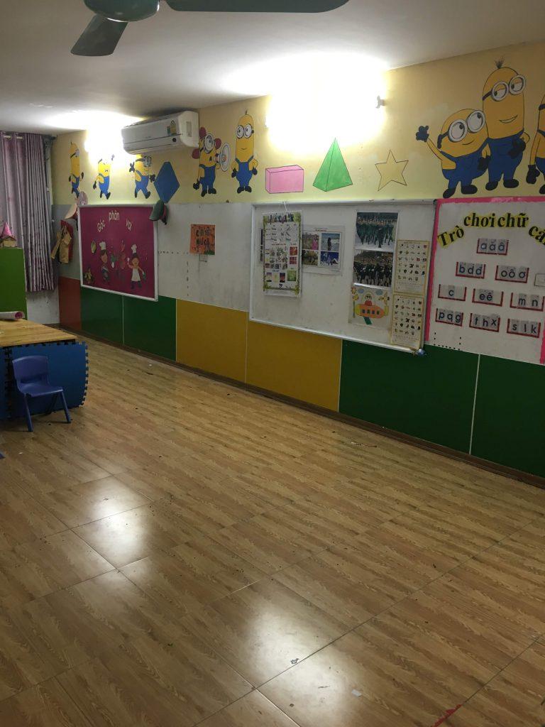 Vẽ tranh tường phòng học